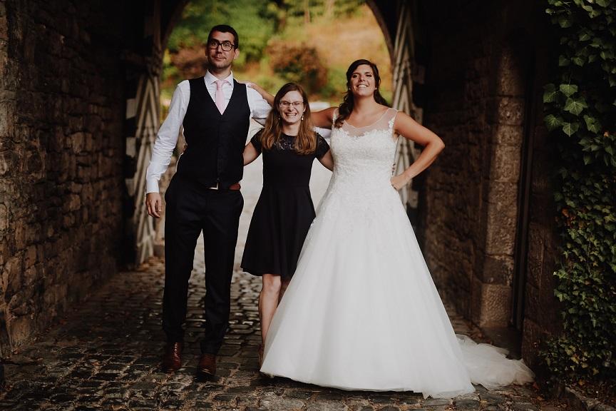 Mariés et officiant laïc